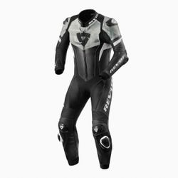 FOL033_One_Piece_Hyperspeed_Black-White_front_1-1-