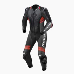 FOL035_One_Piece_Quantum_2_Anthracite-Neon_Red_front-1-